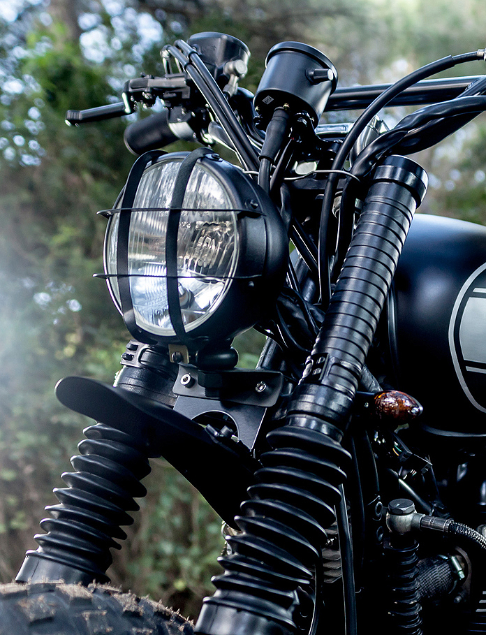 Bates headlamp black whit grille E4 approved - 5 1/2""
